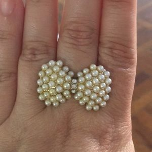 Bow with pearls ring